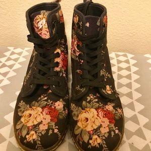 Women's Dr Martens airwair canvas boots